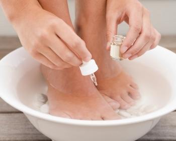 Bain de pieds la propolis et aux huiles essentielles