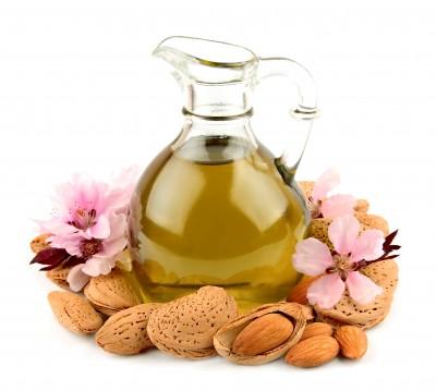 l'huile d'amande douce, une des huiles végétales les plus utilisées